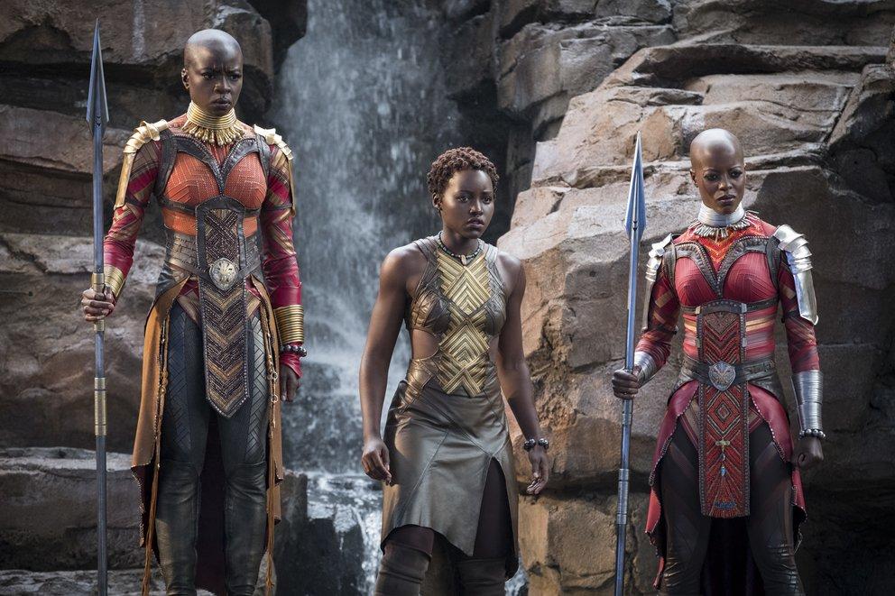 Okoye (Danai Gurira), Nakia (Lupita Nyong'o) und Ayo (Florence Kasumba) in Black Panther © Disney