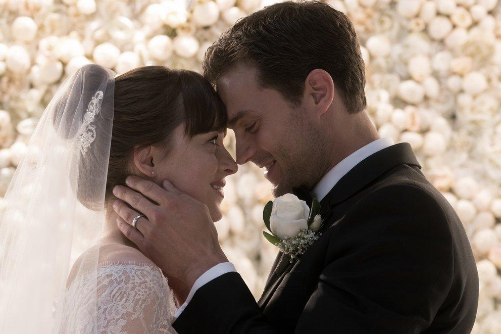 """Dakota Johnson und Jamie Dornan in """"Fifty Shades of Grey 3 - Befreite Lust"""" © Universal"""