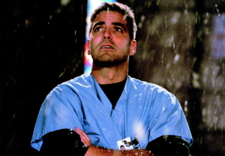 """George Clooney als attraktiver Kinderarzt und Herzensbrecher in der Hit-Serie """"ER"""" © Warner"""