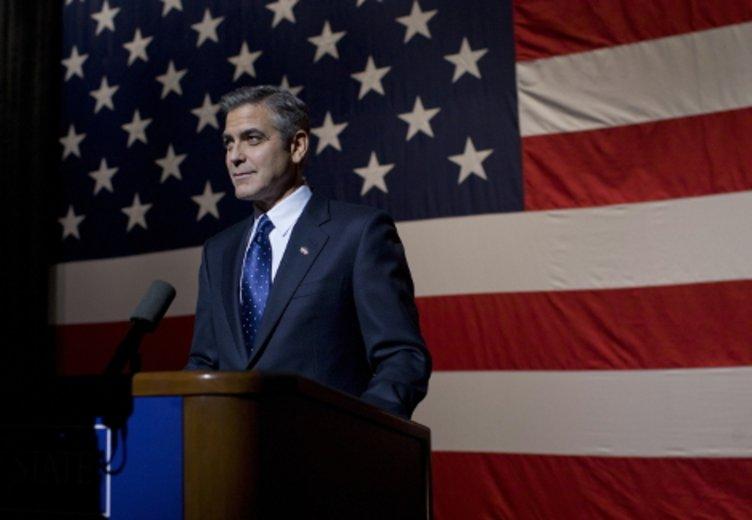 """George Clooney in seiner preisgekrönten Regiearbeit """"The Ides of March"""" © Tobis Film"""