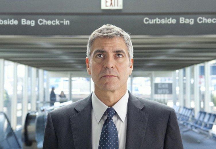 """Gerge Clooney glänzt in der berührenden Tragikomödie """"Up in the Air"""" (2009) © Paramount"""