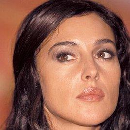 Monica Bellucci zieht sich aus