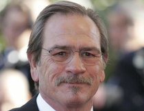 Tommy Lee Jones sieht Gespenster