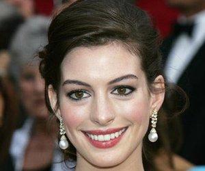 Anne Hathaway als reumütige Koksnase