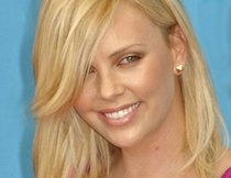 Charlize Theron ist wieder Single