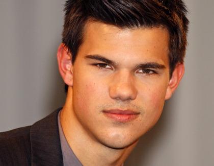 Taylor Lautner Bekommt Gummiarme Kino De