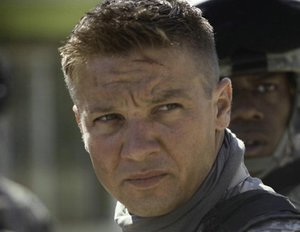 "Jeremy Renner mit Tom Cruise in ""Mission: Impossible IV"""