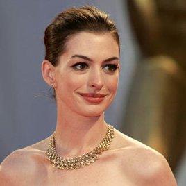 Singt Anne Hathaway mit Tom Cruise im Duett?