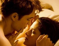 "Robert Pattinson knutscht ""Twilight""-Wolf Taylor Lautner"