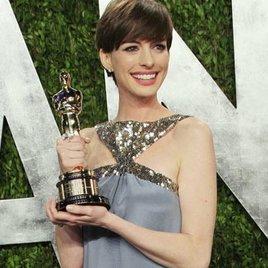 "Anne Hathaway im ""Lifeboat"""
