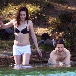 Kristen Stewart und Juliette Binoche baden nackt