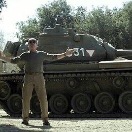 """Arnie: """"Komm mit meinem Panzer Sachen zermatschen!"""""""