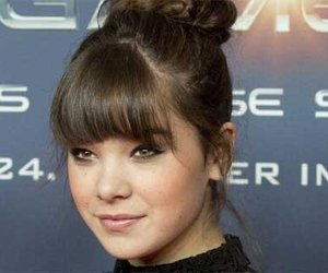 "Hailee Steinfeld erlebt ""Love at First Sight"""