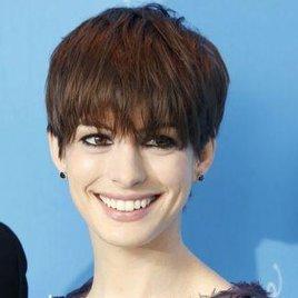 Anne Hathaway jagt Riesen-Echse
