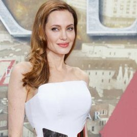 Angelina Jolie kriegt ein Flugzeug zum Geburtstag