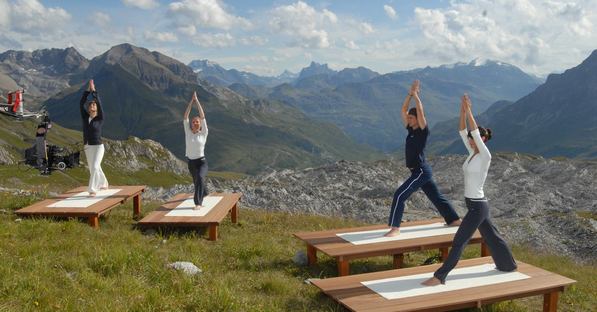 yoga mit ralf bauer 2 film trailer kritik. Black Bedroom Furniture Sets. Home Design Ideas