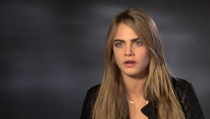 Cara Delevingne - Melanie - über den Film - OV-Interview Poster