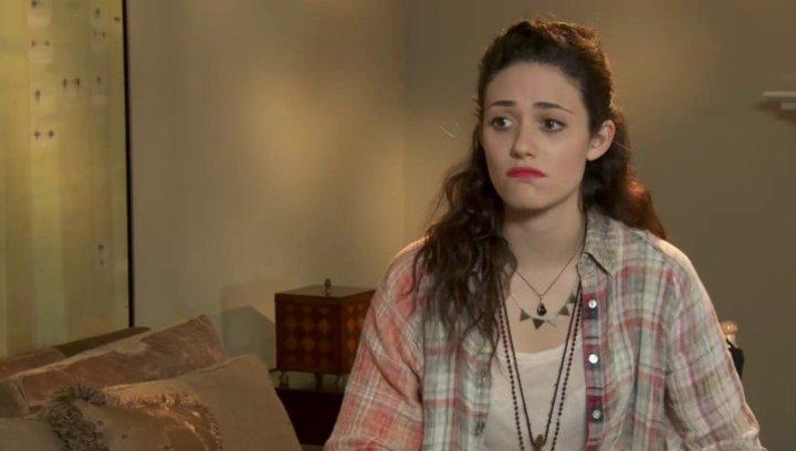 Emmy Rossum über Becs Motive, über die Freundschaft der beiden Frauen - OV-Interview Poster