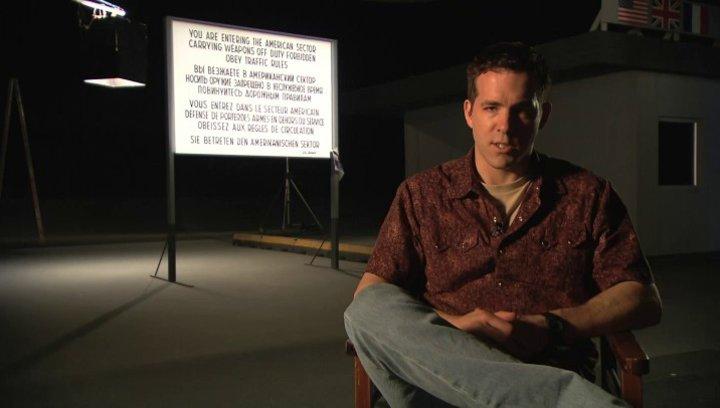 Ryan Reynolds über den Reiz des Projekts - Interview Poster