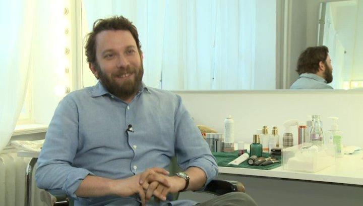 Christian Ulmen - Robert Beck - darüber, wie er zu seiner Rolle kam - Interview Poster