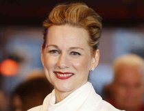 Laura Linney fliegt auf Tom Hanks