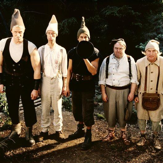 7 Zwerge - Der Wald ist nicht genug - Trailer Poster