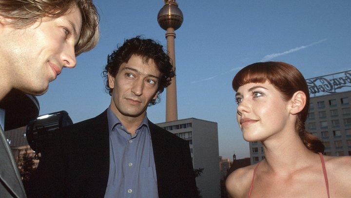 Berlin, Berlin (1. Staffel, 26 Folgen) - Trailer Poster