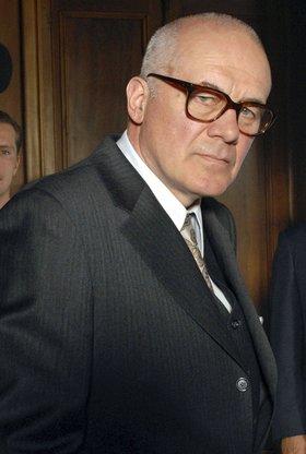 Commissario Laurenti: Der Tod wirft lange Schatten
