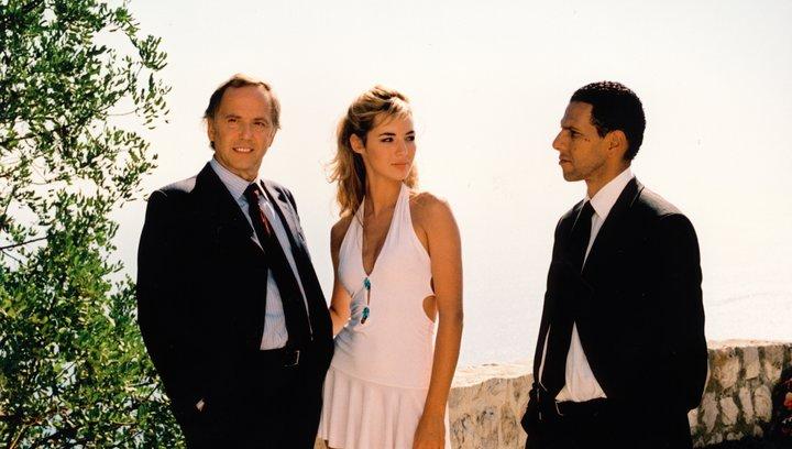 Das Mädchen aus Monaco - Trailer Poster
