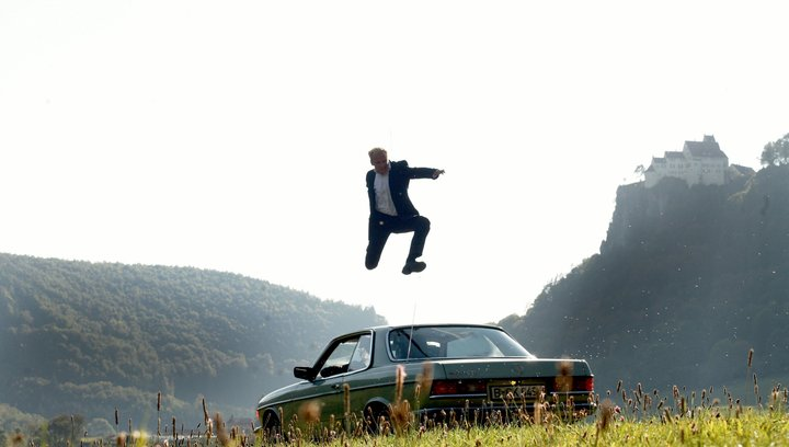 Der Mann, der über Autos sprang - Trailer Poster