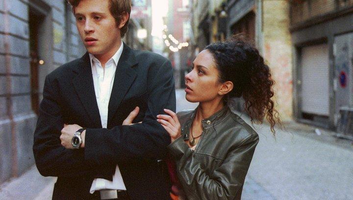 Der Tango der Rashevskis - Trailer Poster