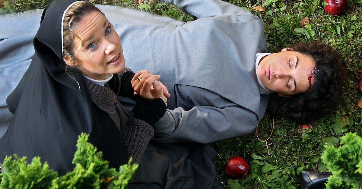 Nonne wird im Kino gefickt