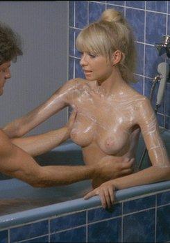 Evelyne Traeger Nude Photos 13