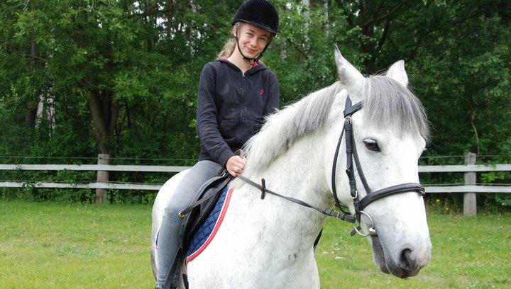 Ein Pferd für Klara - Trailer Poster