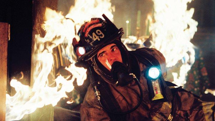 Im Feuer - Trailer Poster