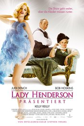 Lady Henderson präsentiert