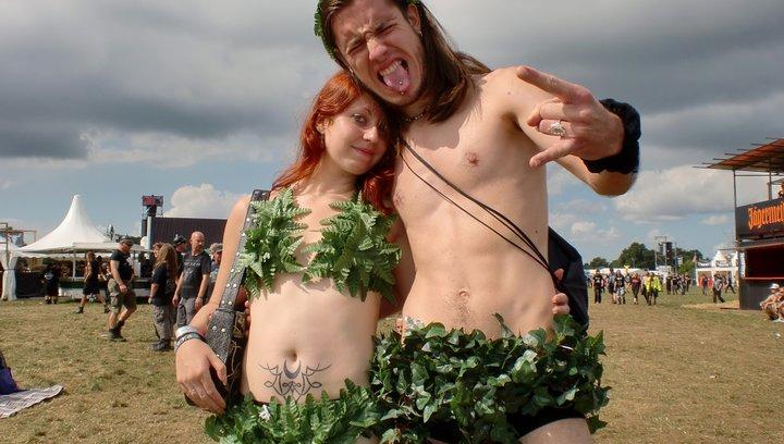 Metaller die auf Brüste starren - Trailer Poster