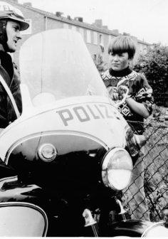 Polizeifunk ruft Poster