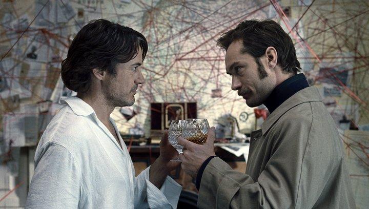 Sherlock Holmes: Spiel im Schatten - Trailer Poster