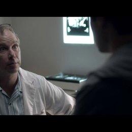 Der Arzt diagnostiziert Tumor - Szene Poster