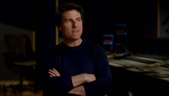 Tom Cruise (Ethan Hunt) über den Flugzeug Stunt - OV-Interview Poster
