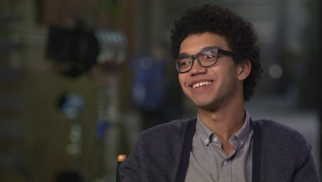 Justice Smith über seine Rolle - OV-Interview Poster