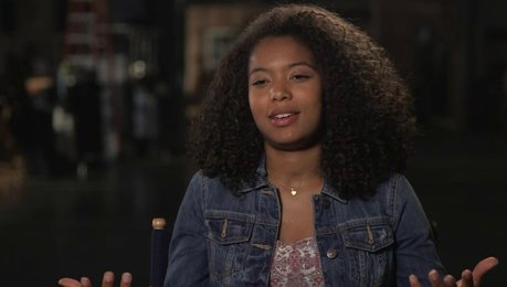 Jaz Sinclair über John Green - OV-Interview Poster