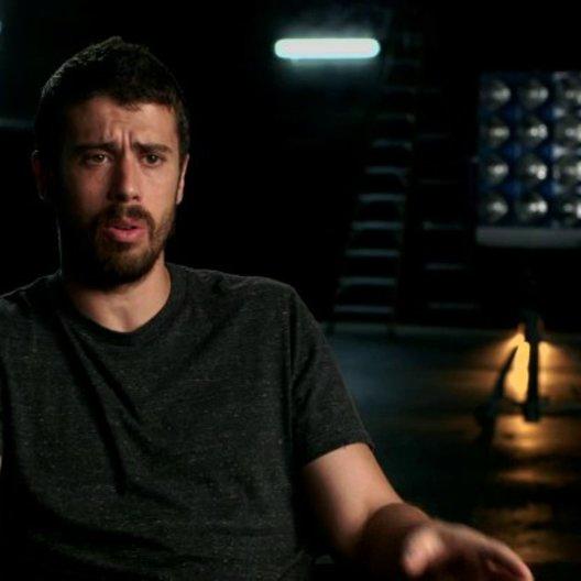 Toby Kebbell über Victor auf dem Planeten Zero und seine Fähigkeiten - OV-Interview Poster