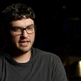 Josh Trank über Miles Teller - OV-Interview Poster