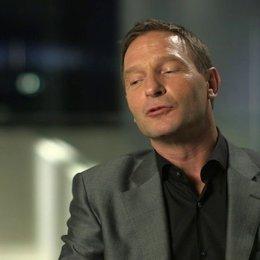 Thomas Kretschmann darüber nicht zu wissen wohin die Geschichte geht - OV-Interview Poster