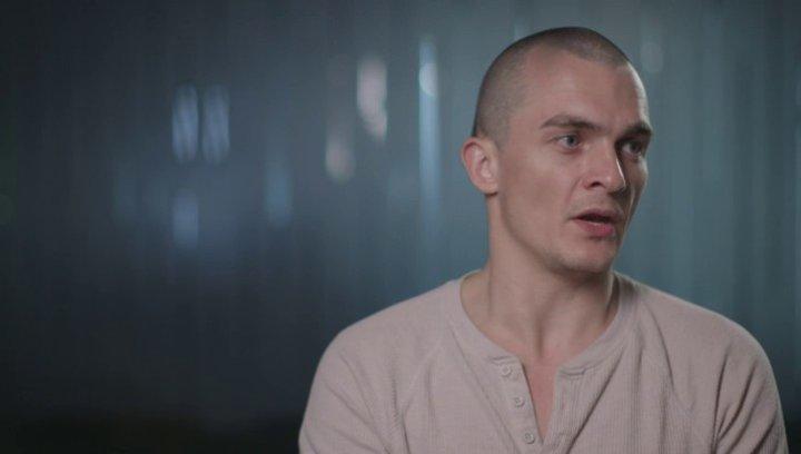 Rupert Friend über die Geschichte des Films - OV-Interview Poster