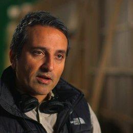 Adrian Askarieh darüber das Franchise neu zu starten - OV-Interview Poster