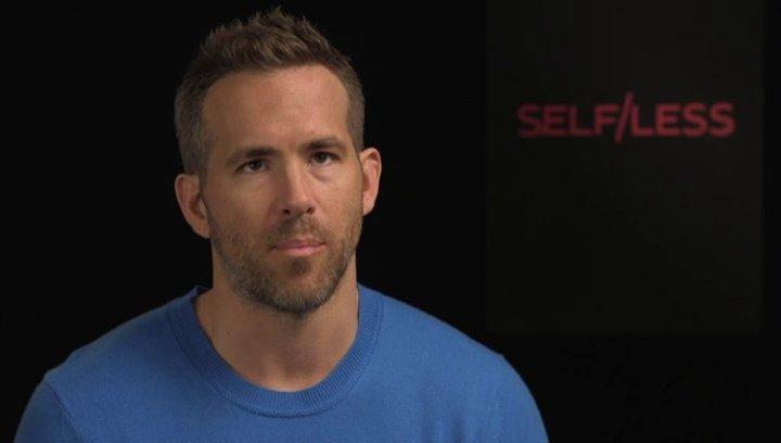 Ryan Reynolds - junger Damian - darüber ob er sich mehr Lebenszeit erkaufen würde - OV-Interview Poster