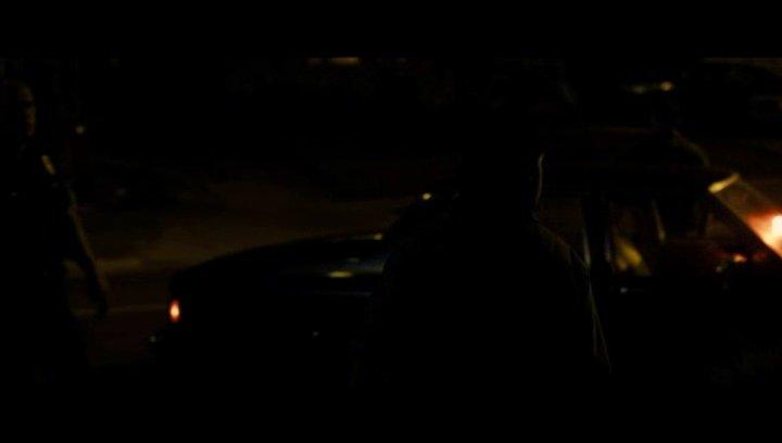 Die Polizei schickaniert Ice Cube auf dem Heimweg - Szene Poster